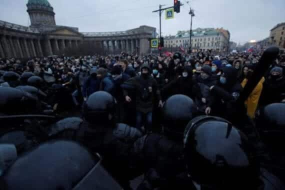 Russia is confused! Thousands of people in custody